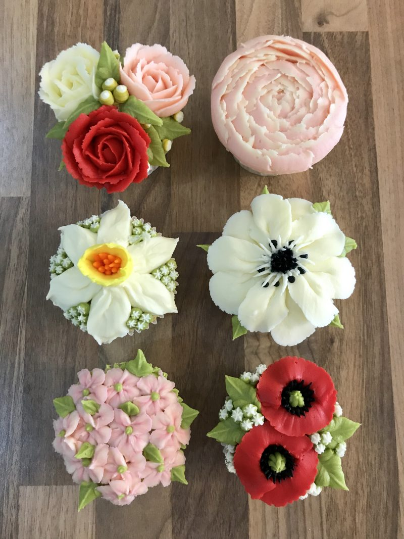Cupcakes flowers piped in buttercream