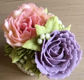 Miniii rose and carnatuion buttercream flower cupcake